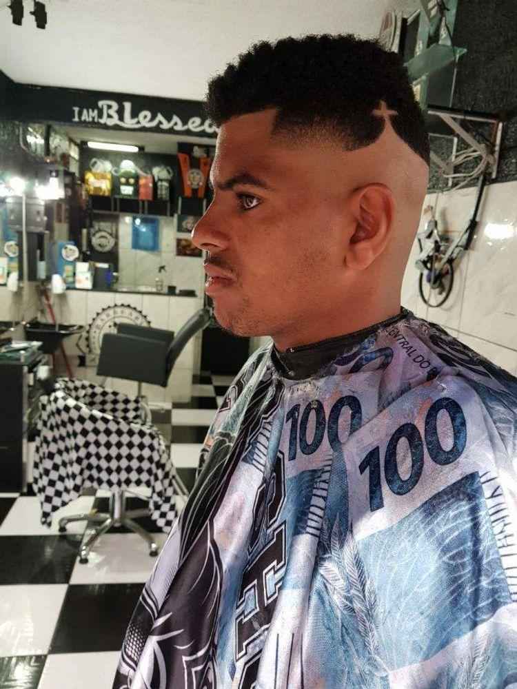 Corte da Cruz , feito pelo barbeiro Rafa Cort'$